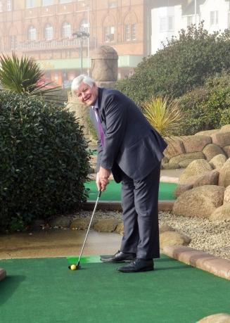 cllr-bob-standley-golf.jpg