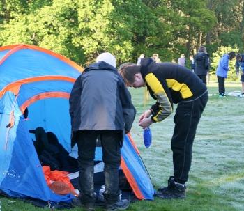 7 Setting up tents_6112 OB